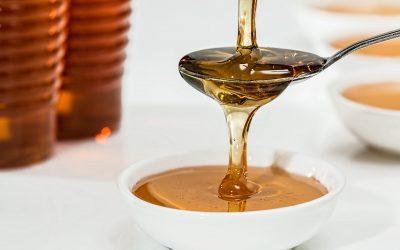 close-up-honey-pouring-33260